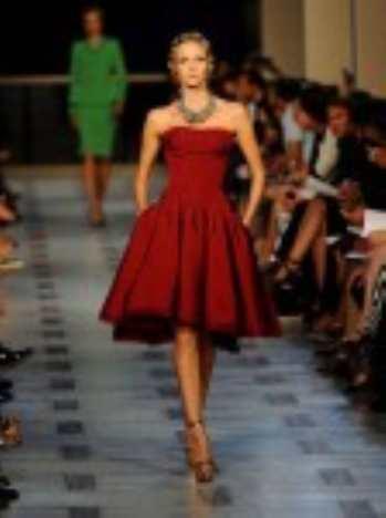 Топ 20 моделей красных платьев к весеннему сезону 2012