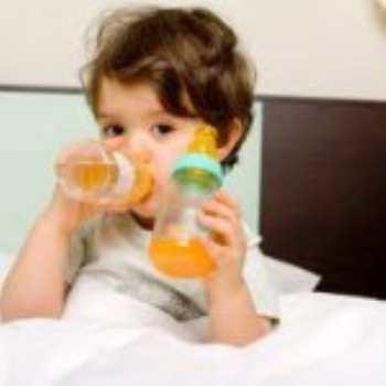 Чем поить ребенка до года